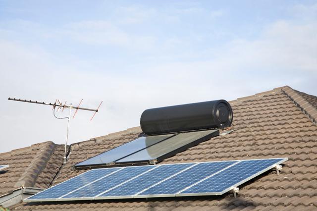 Varmvattenberedare och solpanel
